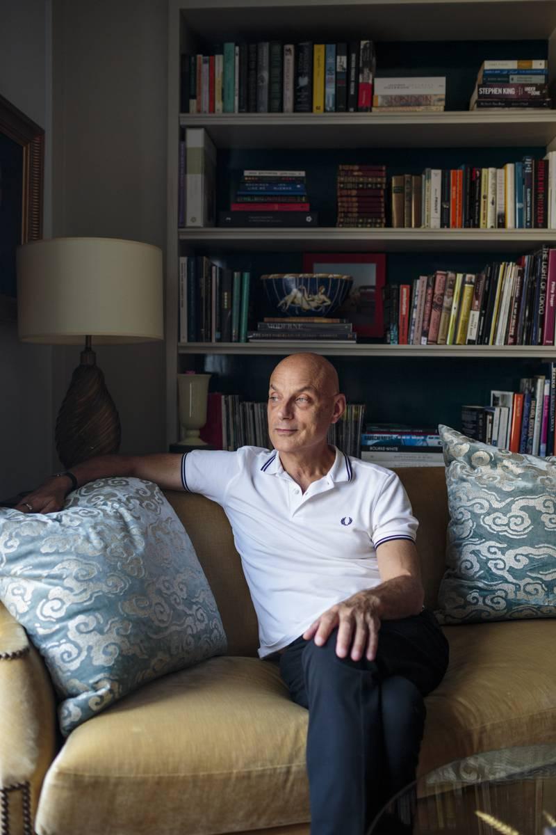 17 AUGUST 2021, MANHATTAN, NEW YORK: A portrait of Daniel Mendelsohn in his apartment in Manhattan. CREDIT: SARAH BLESENER FOR MORGENBLADET