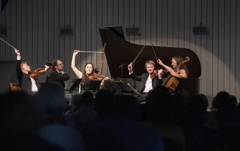 Rosendal kammermusikkfestival.  F.v.:  Ludvig Gudim Leif Ove Andsnes Sonoko Miriam Welde Eivind Ringstad Sandra Lied Haga
