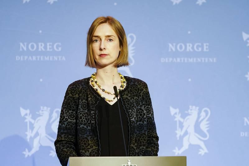 Næringsminister Iselin Nybø på pressekonferanse om koronasituasjonen.
