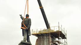Ja visst kan statue-riving bli fengende populærhistorie.