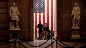 USA faller fra hverandre på minst tre måter, skriver Kjetil Ansgar Jakobsen.