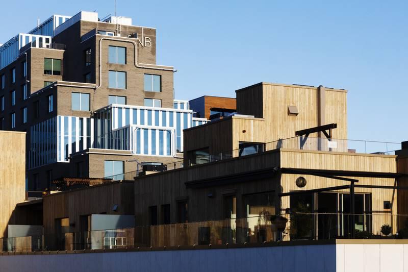 Oslo 23.11.2020:   Utsikt mot Barcode og DNB, sett fra en leilighet i Vandkunsten i Bispevika. Arkitektur. Byutviklingsprosjekt.   Foto: Knut Egil Wang / Moment