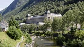 Hadde Sarumann vært filantrop og bygd en by for hobbiter, hadde han laget Rjukan.