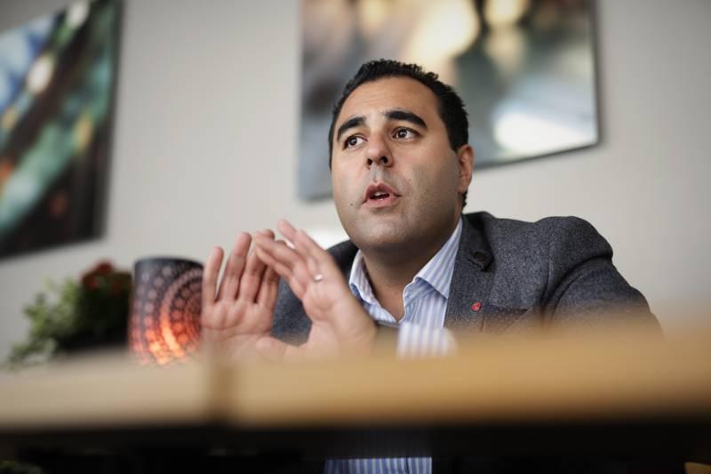Masud Gharahkhani besøker Trondheim for å snakke om migrasjonspolitikken til AP.