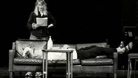 Teaterhøsten ser ut til å by på relativt sikre kort i en usikker tid, skriver Ine Therese Berg.