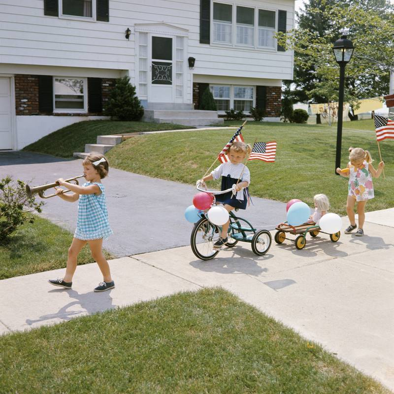 1960s THREE GIRLS DECORATED TRICYCLE SIDEWALK PARADE AMERICAN FLAGS JULY 4TH HOLIDAY SUMMER  (Photo by H. Armstrong Roberts/ClassicStock/Getty Images)